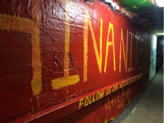 ↑地下通道会定期更新社团涂鸦,图为春节前后China nite活动的涂鸦